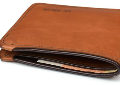 DE BRUIR Leather Bifold Wallet Gallery 4