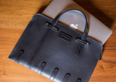 DE-BRUIR-Leather-Laptop-Carrier-13